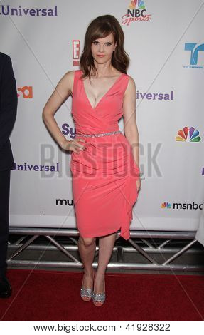 LOS ANGELES - AUG 02:  KIERSTEN WARREN arriving to Summer 2011 TCA Party - NBC  on August 02, 2011 in Beverly Hills, CA