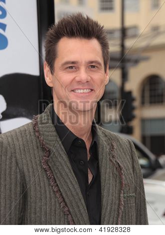 LOS ANGELES - JUN 12:  Jim Carrey arriving to