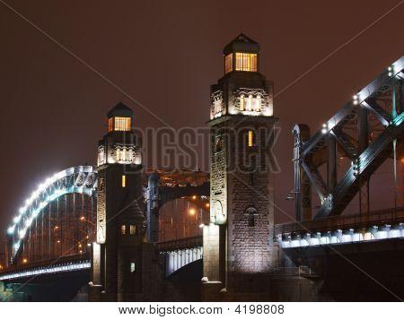 Torres da ponte de Piter grande