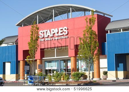 Sacramento, Usa - September 23:  Staples Store On September 23, 2013 In Sacramento, California.