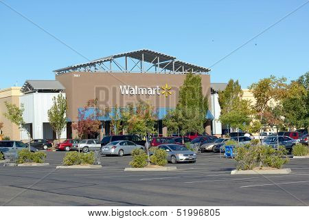 Sacramento, Usa - September 13: Walmart Store On September 23, 2013 In Sacramento, California.