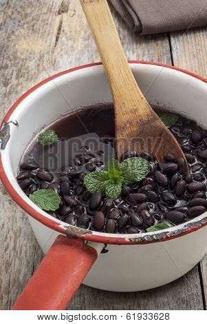fresh cooked black beans