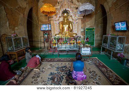 Htilominlo Buddha in Bagan