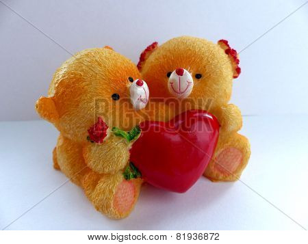 Valentine's day bears holding a red heart