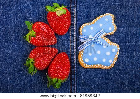 Easter traditional Gingerbread cookies and strawberries