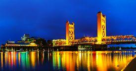 picture of gate  - Golden Gates drawbridge in Sacramento at the night time - JPG