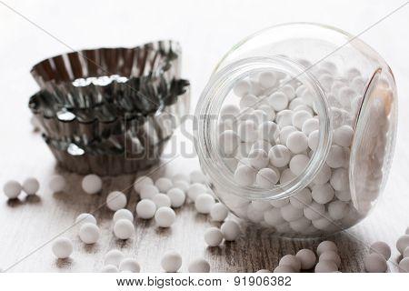 Ceramic baking beans