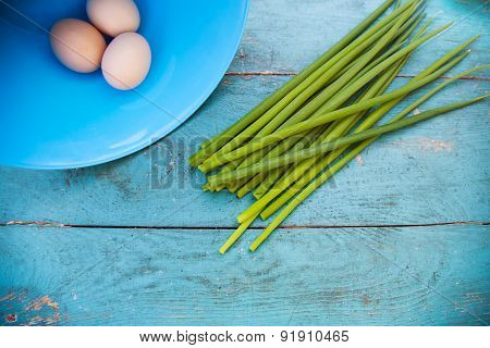 Natural white eggs in a blue bowl