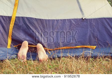 relax in tent