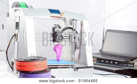 Three-dimensional printer during work