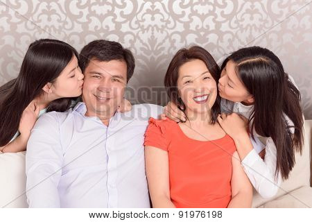 Happy doubters kiss their parents.