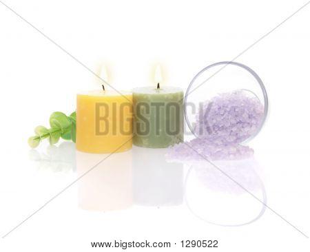 aromatische Kerzen, Bad Salz und grün leaf