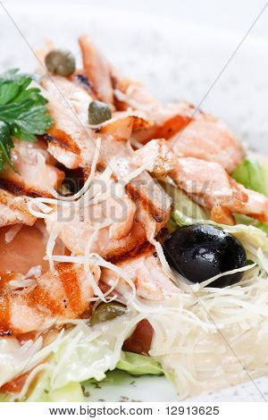 salad with grilled salmon fillet