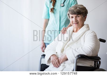 Inavlid Woman And Doctor