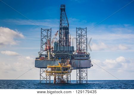 Oil and gas drilling rig work over remote wellhead platform for completion oil and gas produce well by using drilling bit which made from carbide or diamond at head bit and drive by mud pressure