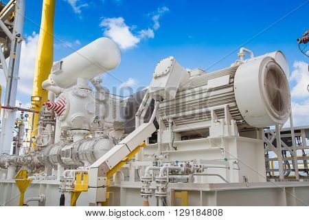Gas booster compressor in vapor recovery unit of oil and gas central processing platform