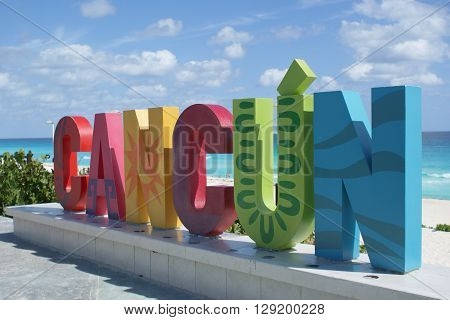 A colorful sign welcoming tourists into Cancun, Mexico.
