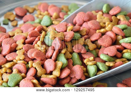pet food in iron scoop on weighing scale