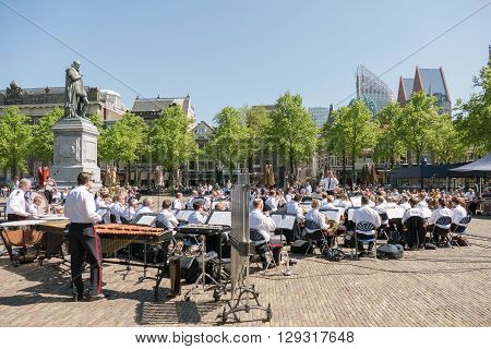NETHERLANDS - THE HAGUE - MEDIO MAY 2016: Orchestra in the center of The Hague.