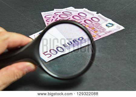 Magnifying Glass on the five hundred bill Euros