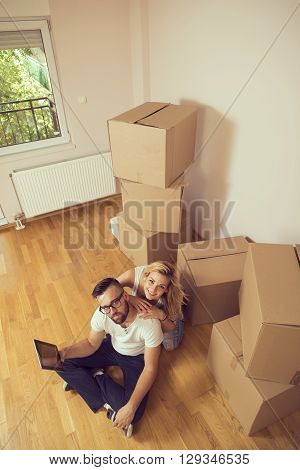 Young couple moving in a new appartment