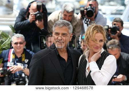 CANNES, FRANCE - MAY 12: George Clooney and Julia Roberts attend the 'Money Monster' Photocall at the annual 69th Cannes Film Festival at Palais des Festivals on May 12, 2016 in Cannes, France.