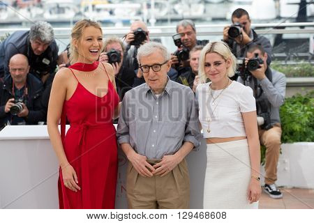 CANNES, FRANCE - MAY 11: Blake Lively , Woody Allen and Kristen Stewart attend the 'Cafe Society' photocall, 69th annual Cannes Film Festival at Palais des Festivals on May 11, 2016 in Cannes, France.