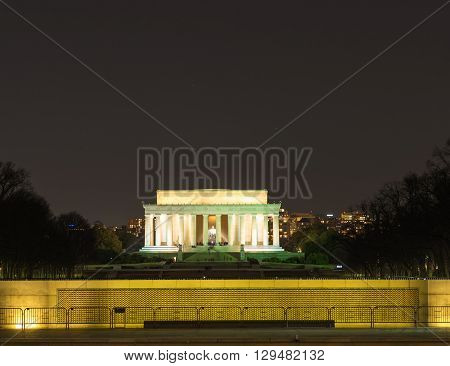 The Lincoln memorial from the Washington monument