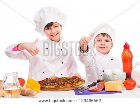 two little cooks portioning cooked pizza
