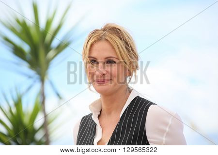 Julia Roberts attends the 'Money Monster' photocall during the 69th annual Cannes Film Festival at the Palais des Festivals on May 12, 2016 in Cannes, France.