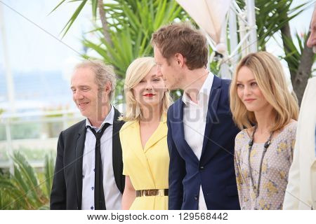 Kirsten Dunst, Vanessa Paradis attends the jury photocall during the 69th annual Cannes Film Festival at Palais des Festivals on May 11, 2016 in Cannes, France.