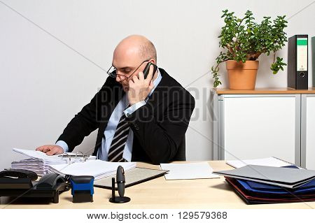 Manager provides important data to customer by phone