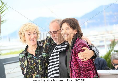 Valeria Bruni Tedeschi, Fabrice Luchini and Juliette Binoche attend the 'Slack Bay' (Ma Loute) Photocall during the 69th annual Cannes Film Festival at the Palais on May 13, 2016 in Cannes, France.
