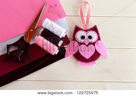 Felt owl ornament, handmade felt owl decoration, patchwork owl, Christmas ornament, felt bird ornament. Children's toy. Felt sheets, scissors, thread, needles, pins - sewing kit. DIY concept