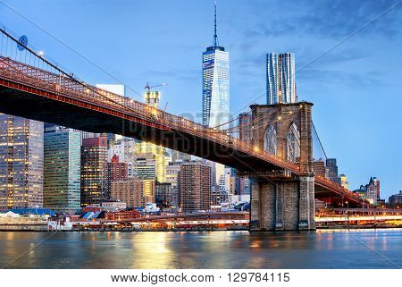 Brooklyn bridge and WTC Freedom tower at night New York