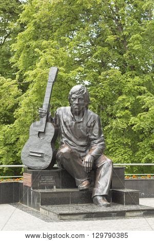 a monument in the park, Vladimir Vysotsky, sitting with a guitar