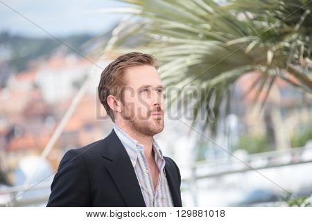 Ryan Gosling making selfies at The Nice Guys' photocall during the 69th annual Cannes Film Festival at the Palais des Festivals on May 15, 2016 in Cannes .