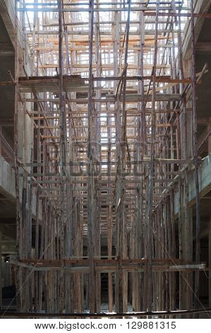 The wooden scaffold with the buiding under construction