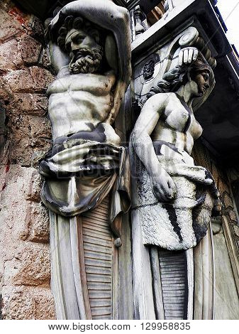 Statue of men and women on the Nevsky Prospekt in St. Petersburg
