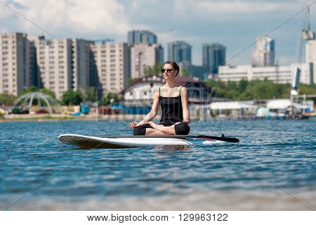 Sup Beautiful Girl Yoga Meditation02