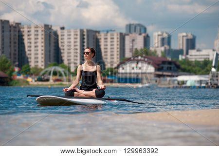 Sup Beautiful Girl Yoga Meditation04