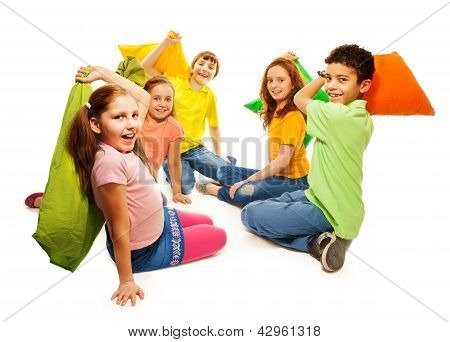 Five Kids In Pillow Fight