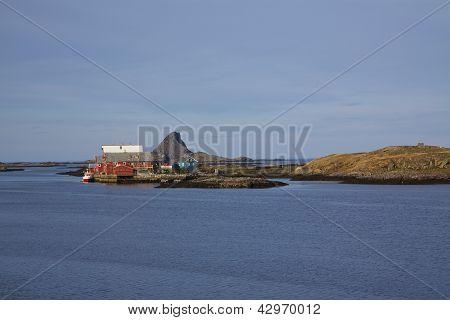 Puerto pesquero en la isla