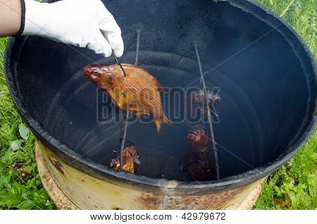Hand Glove Smoke Tench Fish Smokehouse Barrel