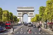 The Champs-�lys�es with the Arc De Triomphe