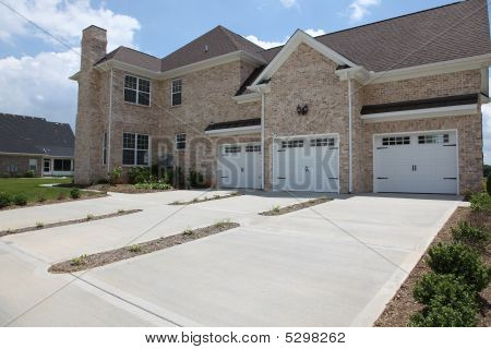 Tennesee Home Three Car Garage