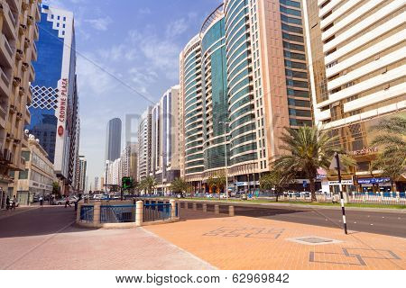 ABU DHABI, UAE - MARCH 25: Streets of Abu Dhabi on March 25, 2014, UAE. Abu Dhabi is the capital and the second most populous city in the United Arab Emirates with around 1 million people.