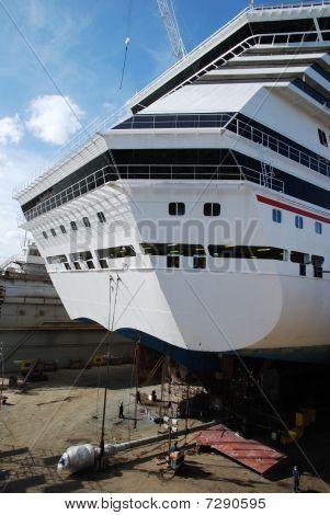 Repairing Cruise Liner