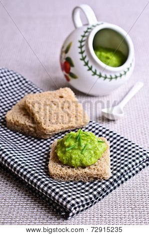 Sandwich With Green Puree