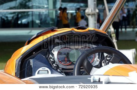 Controls Of A High Speed Racing Boat
